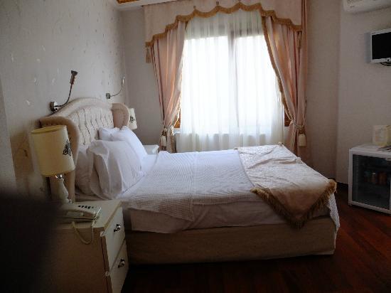 Kupeli Palace Hotel: la réalité de la Chambre Standard :(