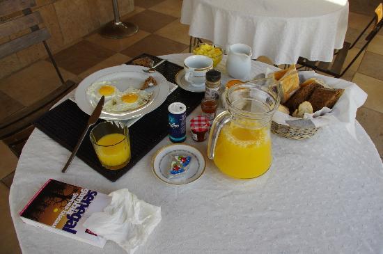 """La Demeure: Le """"petit"""" déjeuner"""