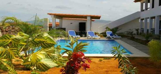 Casa Caribe El Yaque: Pool and BBQ area
