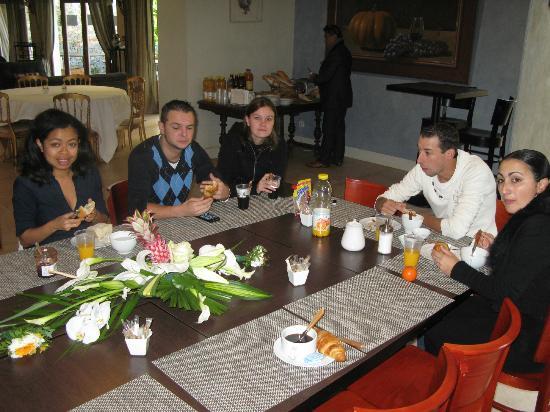 Chateau de Garrevaques : Lendemain de la soirée de mariage, début des petit-déjeuners