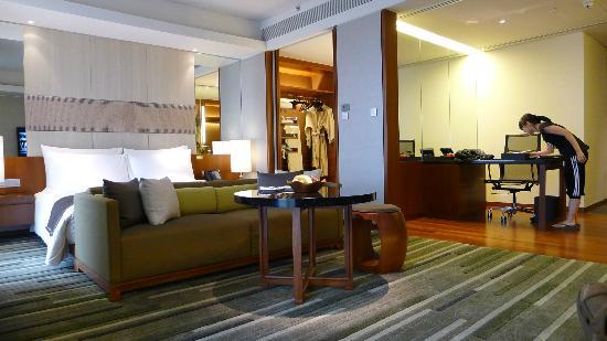 Hansar Bangkok Hotel Room