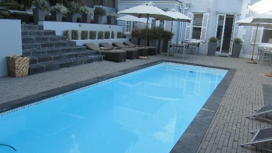 2Inn1  Kensington: Pool area