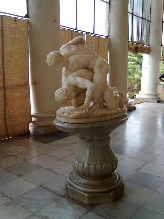 Chowmahalla Palace: Sculpture in foyer of Afzal Mahal