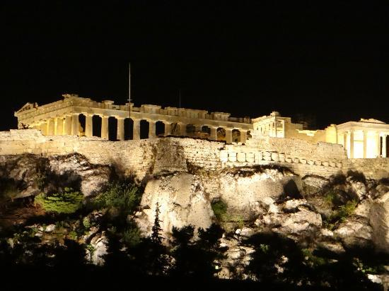 Ξενοδοχείο Πλάκα: Night view of Acropolis from Hotel Plaka roof terrace