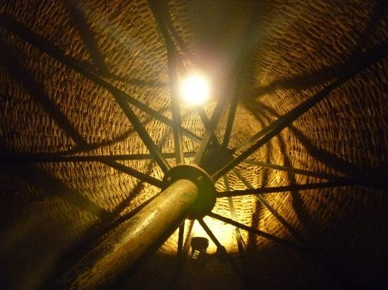 Illuminazione degli ombrelloni in spiaggia geniale foto di