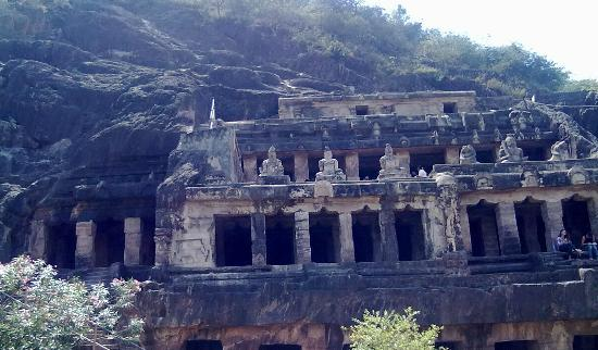 Vijayawada, India: Undavalli Caves