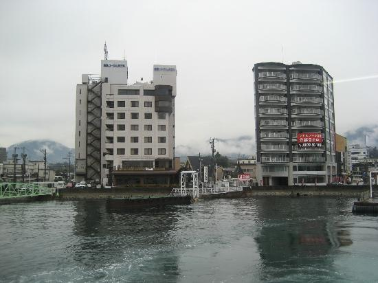 Miyajima Coral Hotel: フェリーからのホテルの眺め