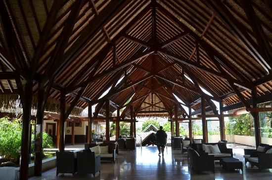 Manava Beach Resort & Spa - Moorea: Reception area