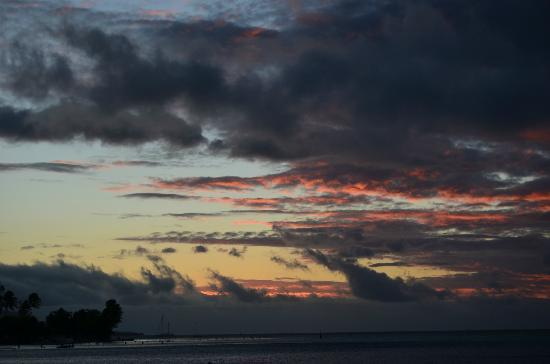 Manava Beach Resort & Spa - Moorea: Sunset from our bungalow