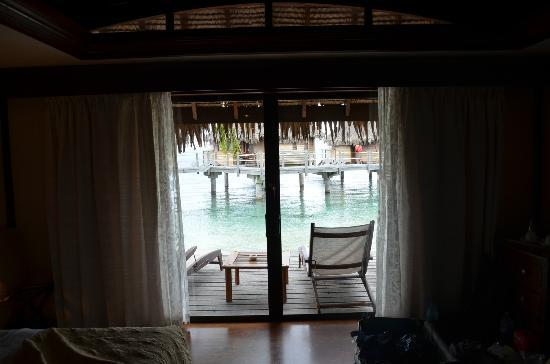 Manava Beach Resort & Spa - Moorea: View from the bedroom to the terrace