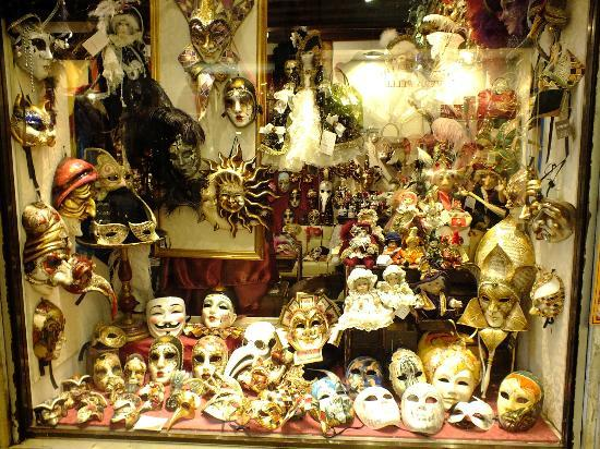 Villa Casanova: One of many venetian mask shops
