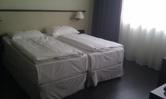 NH Wien City: Room interior / Twin bed