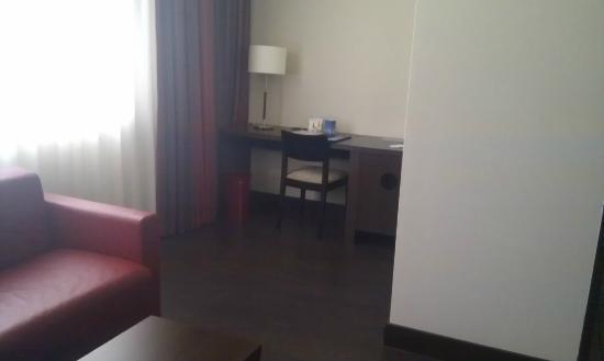 NH Wien City: Room interior / working zone