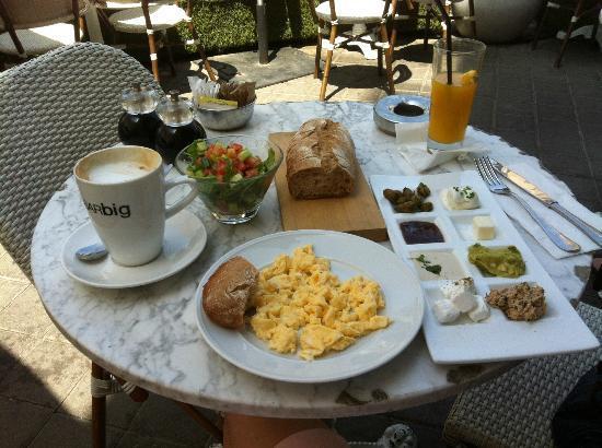 See The Sea: Frühstück auf Dizengoff Street