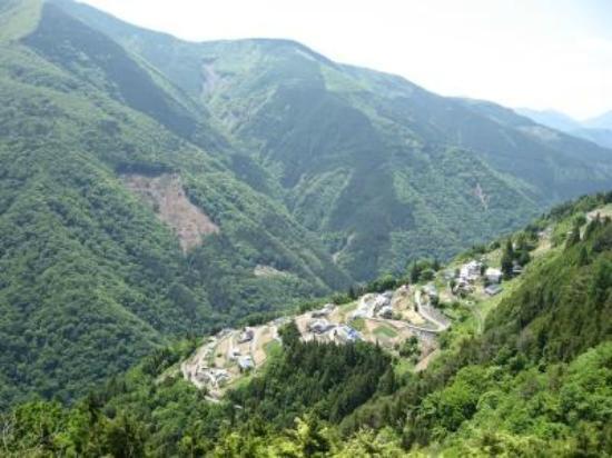 Iida, Japan: ビューポイントからの下栗の里