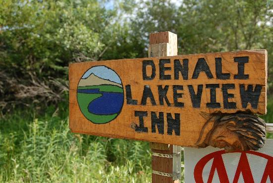 Denali Lakeview Inn: Signage to look for off main road