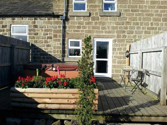 Brimham Rocks Cottages: the garden