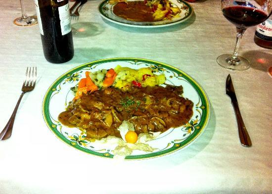 Al  Mansur: Escalope of pork in hunter sauce