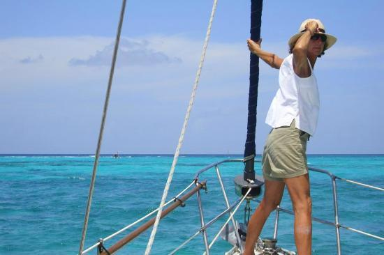 Sail With Friends Cayman: Alice has found the perfect spot to drop anchor!