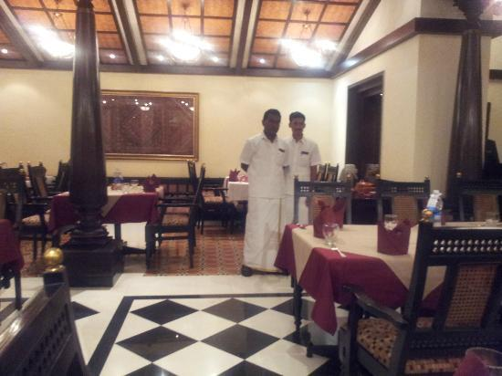 Southern Aroma's : Waiters dressed in traditional clothes