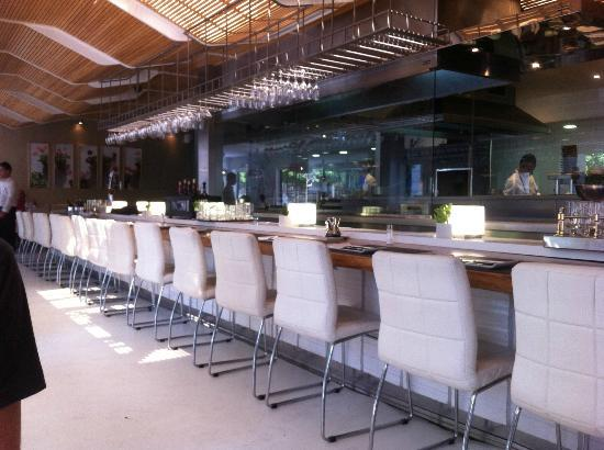 La Moraga: Bar & kitchen view
