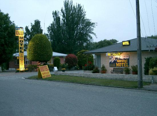 Aorangi Motel: 国道沿いにあります