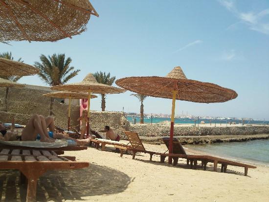 Sun & Sea Hotel: Beach