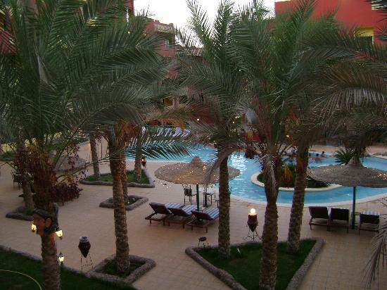 Sun & Sea Hotel: Pool