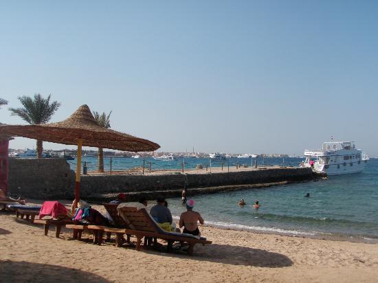 Sun & Sea Hotel: Hotel Beach