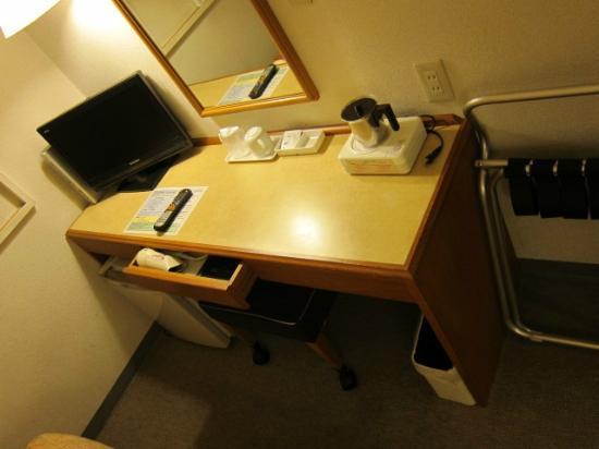 Ina Park Hotel: ビジネス机の様子