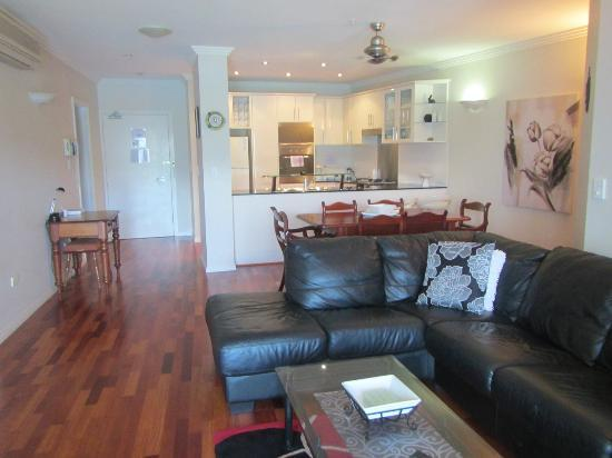 Jack & Newell Cairns Holiday Apartments: lounge, dining and kitchen