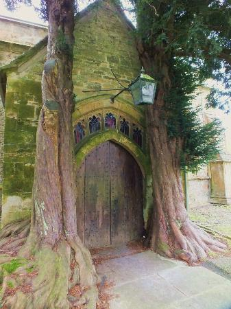 Стоу-он-Уолд, UK: St Edwards Church doorway.