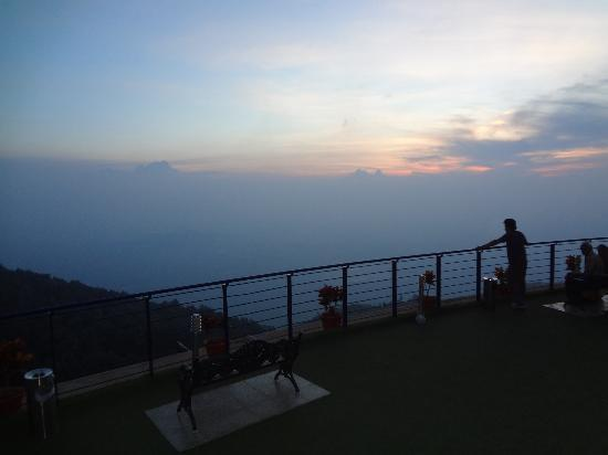 Great Trails Yercaud by GRT Hotels: Watching the sun set  - Skywalk