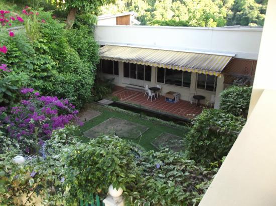 Pax Guest House: Garden Area