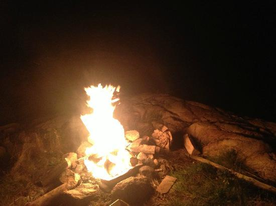 Pleasant Bay Inn and Llama Keep: Campfire at the shoreline on some large rocks.. great place for making some smores