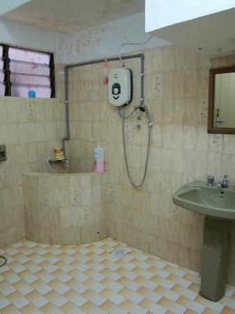 Casa Blanca Guest House: one off shared bathroom