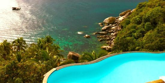 Aminjirah Resort: Infinity Edge Pool On The Rocks