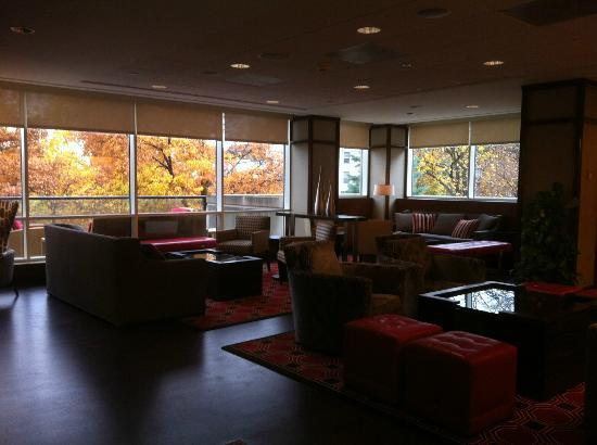 The Statler Hotel at Cornell University: Lounge off the lobby