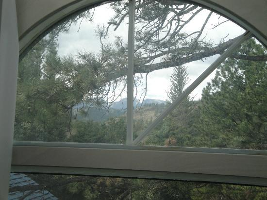 Romantic Riversong Bed and Breakfast Inn : The mountain view from our room