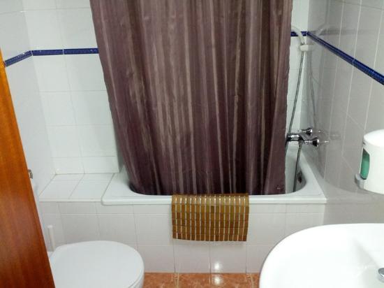 Hostal Jentoft: bagno molto accogliente