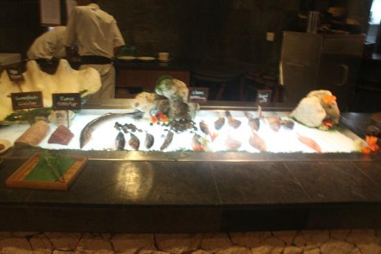 Kisik Bar and Grill at Ayana Resort and Spa: Live sea food bar where you pick your meat for the dish of your choice