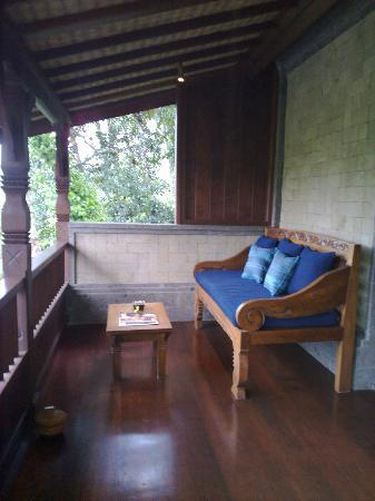 Bidadari Private Villas & Retreat: balcony seating