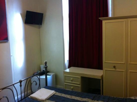 Blair Victoria Hotel: Room