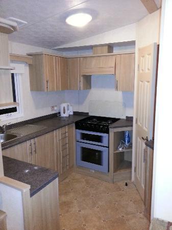 Parkdean - Trecco Bay Holiday Park: Kitchen area