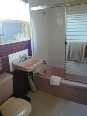Oak Bay Guest House : The private bathroom of the Clubroom