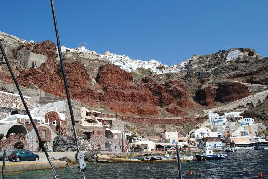 Amoudi Villas: View of Amoudi Bay from boat