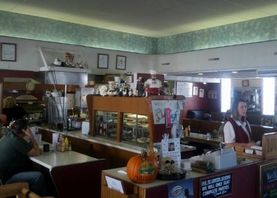 J & L Cafe : Inside