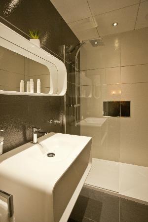 Hotel des Arceaux: Chambre 301 - Salle de bain design