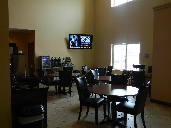 Cobblestone Hotel & Suites Fairbury, NE : Breakfast Bar