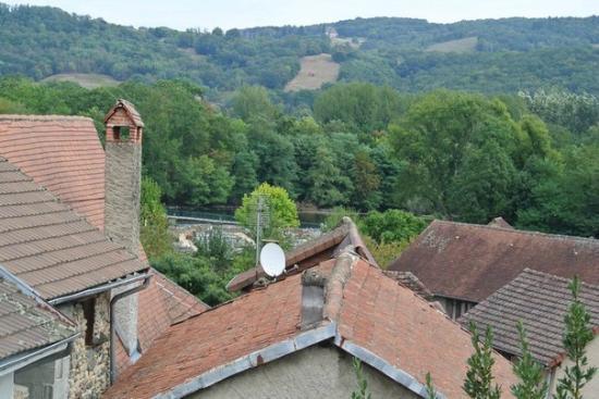 Le Petit Chat : view
